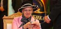 "Ее Величество Королева Дании Маргрете II посетила завод ""Балтика - Санкт-Петербург"" и приняла участие в варке пива Royal Rye Wine"