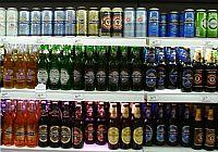 Пиво на полке магазина
