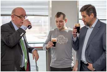 Первым этот новый сорт попробовал Посол Ирландии в России господин Оун О`Лири,