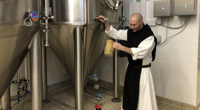 Father Michael главный пивовар Mount Saint Bernard